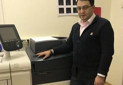 Этим летом у нас была установленна еще одна печатная машина, новейшая  Xerox Versant 180 Press.